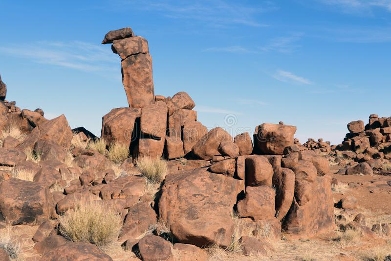Terrain de jeu géant - un paysage bizarre de roche chez Keetmanshoop - la Namibie photo libre de droits