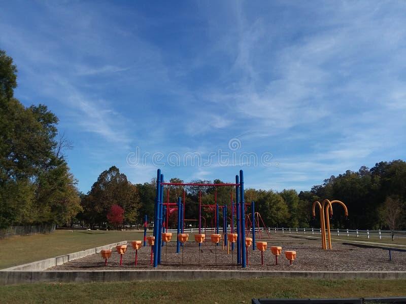 Terrain de jeu vide en parc photo libre de droits