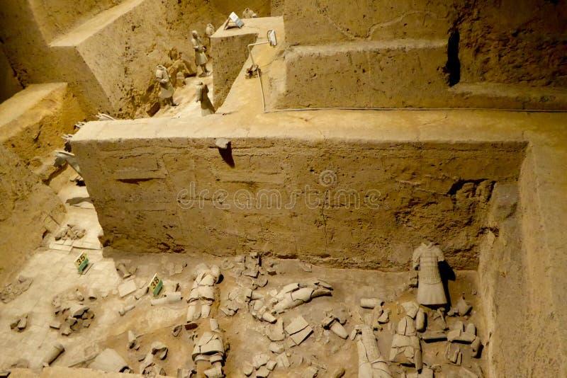 Terrakottaarmékrater royaltyfri bild