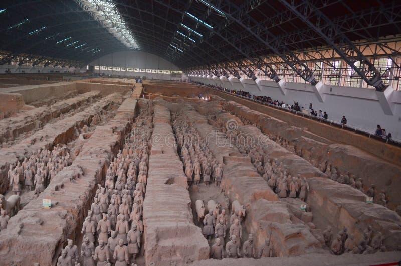 Terrakottakrigaremuseum i Xian arkivbild
