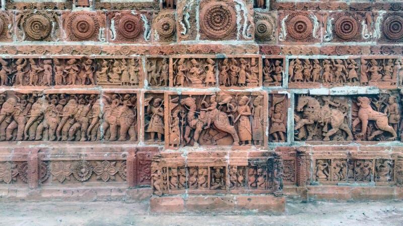 Terrakottan arbetar på den Kantajew templet arkivbild