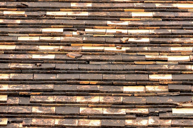 Terrakottategelplattor är van vid skyddar ljuset och regnet royaltyfria foton