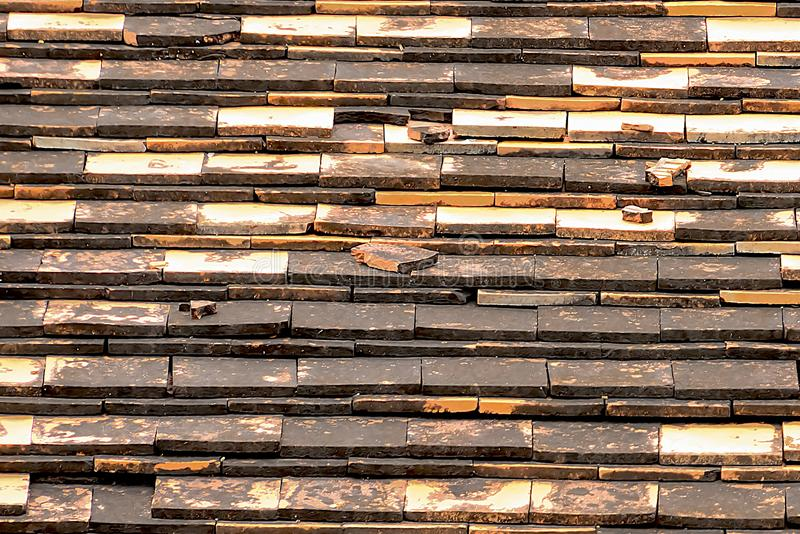 Terrakottategelplattor är van vid skyddar ljuset och regnet arkivbild