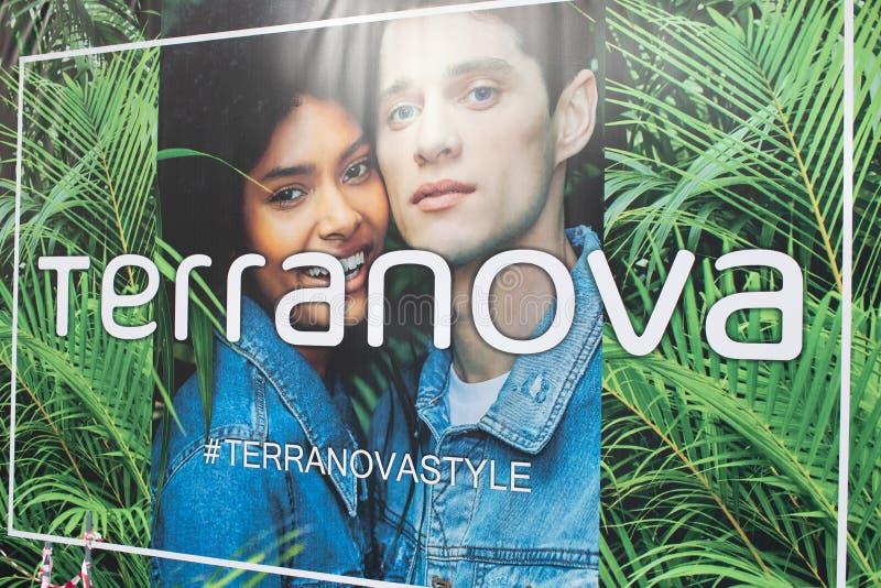 Terranova-Logo-Zeichenfahne des Straßengeschäftes stockfoto