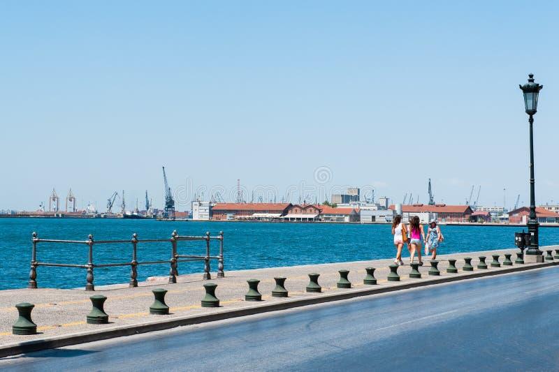 Terraplén cerca del puerto del cargo, un paseo a través del puerto foto de archivo libre de regalías