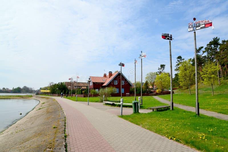 Terraplén de la bahía de Curonian en Nida, Lituania fotos de archivo