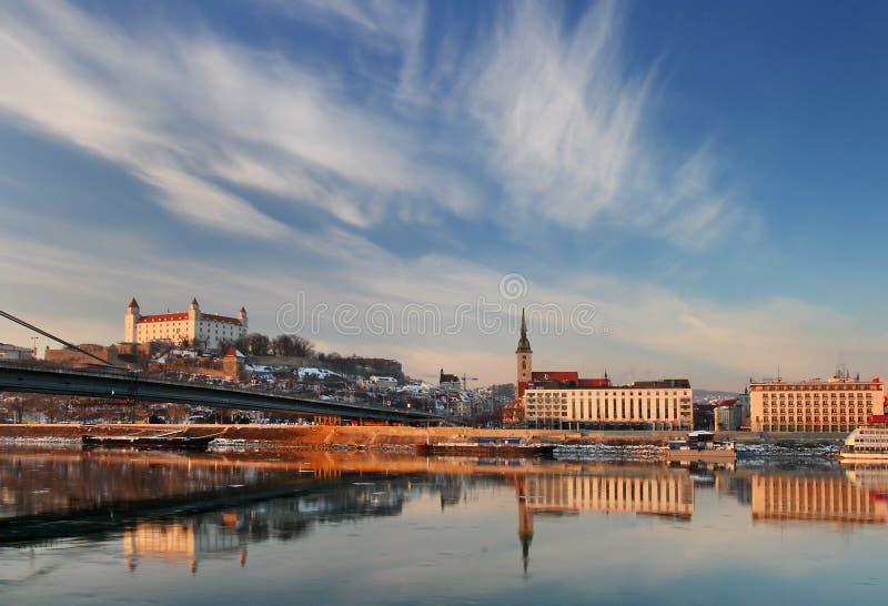 Terraplén del Danubio en Bratislava imagenes de archivo