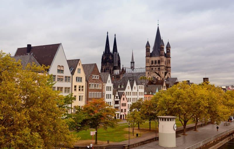 Terraplén del río del Rin en Colonia fotos de archivo libres de regalías