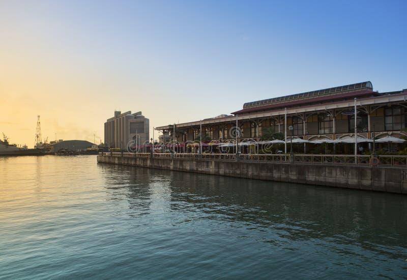 Terraplén en la puesta del sol, capital de Port Louis de Mauricio imágenes de archivo libres de regalías