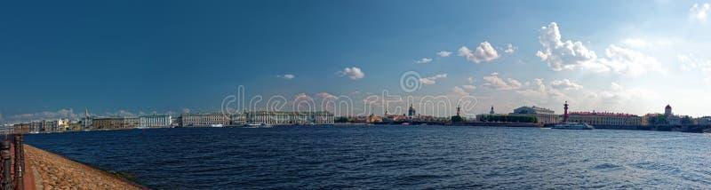 Terraplén granangular del palacio de la visión en St Petersburg, Rusia fotografía de archivo libre de regalías
