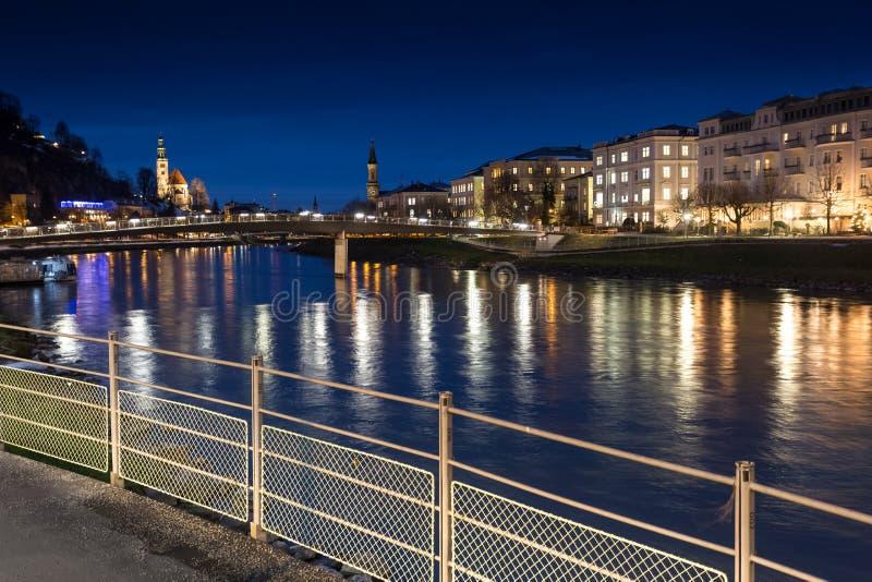 Terraplén hermoso en la noche, Austria de Salzburg imágenes de archivo libres de regalías