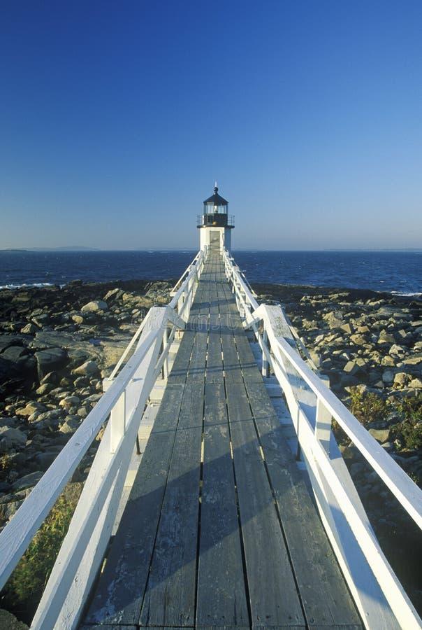 Terraplén a Marshall Point Lighthouse en el puerto Clyde, YO foto de archivo