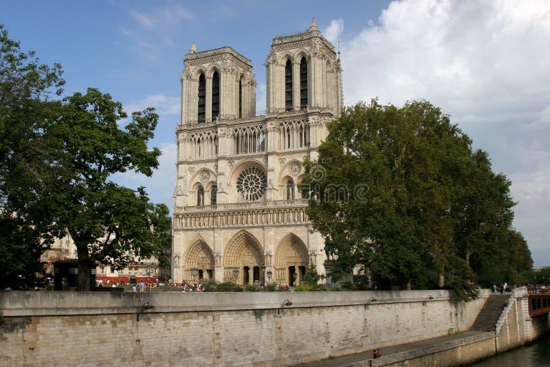 Terraplén Notre Dame de Paris imágenes de archivo libres de regalías