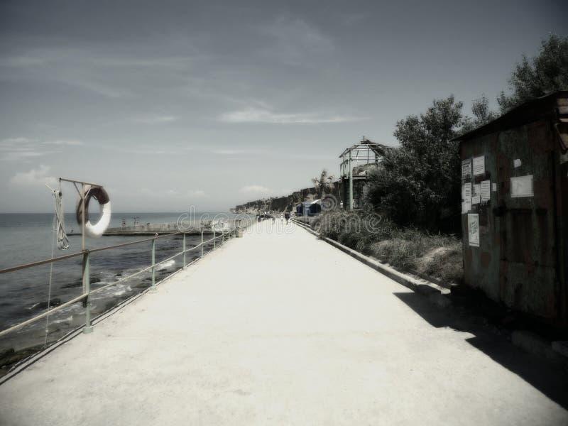 Terraplén, siempre un placer de caminar en él, especialmente cuando es el Mar Negro imagen de archivo