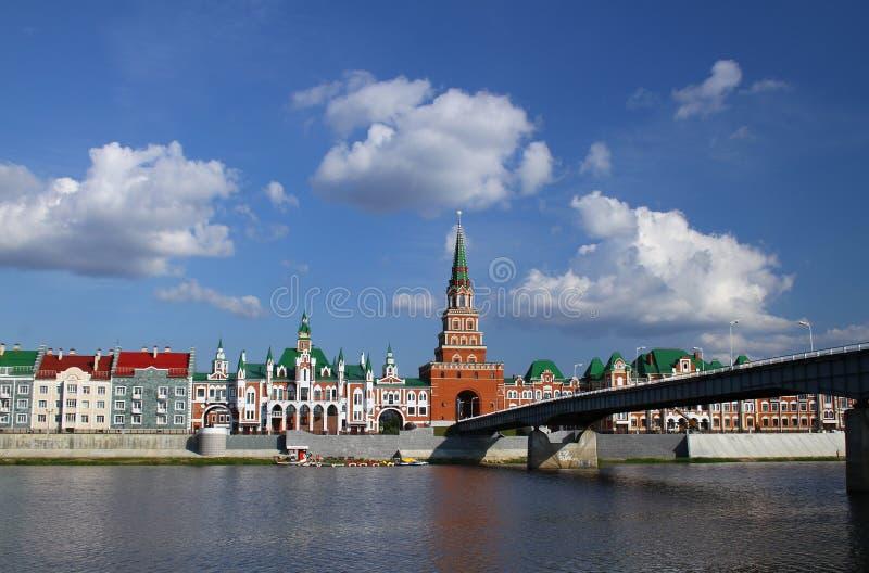 Terraplenagem Bruges e a torre de Spasskaya no Yoshkar-Ola fotos de stock royalty free