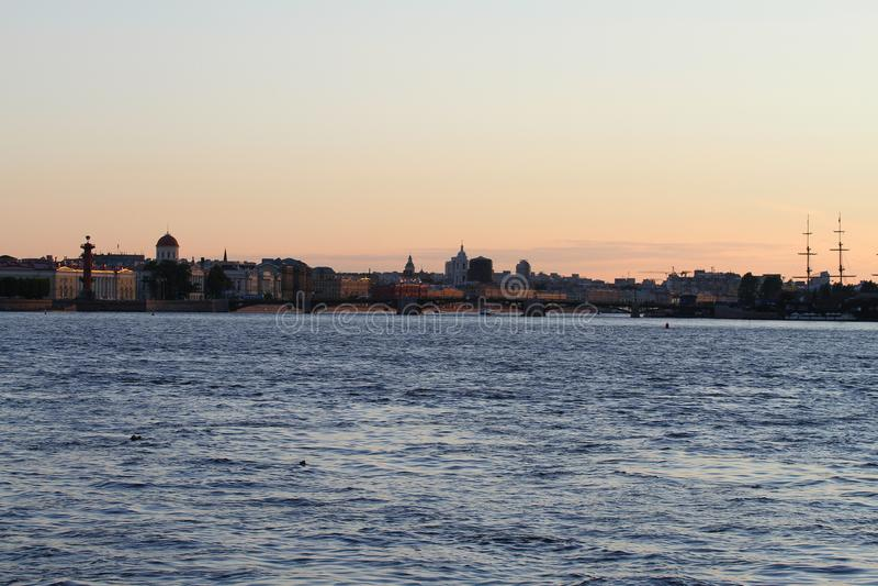 Terraplenagem de St Petersburg foto de stock