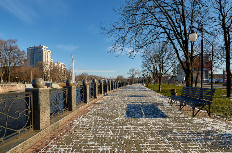 Terraplenagem do inverno kharkov inverno 2014 imagem de stock