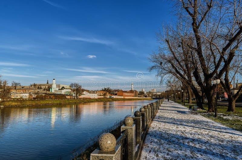 Terraplenagem do inverno kharkov ucrânia inverno - 2014 imagem de stock