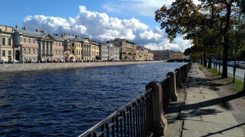 Terraplenagem do rio de Fontanka imagem de stock
