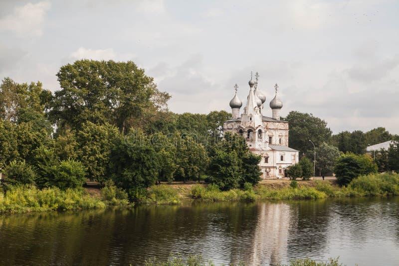 Terraplenagem do rio de Vologda, Vologda, Rússia Tipos de Vologda postcards fotos de stock royalty free