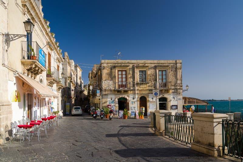 Terraplenagem na ilha de Ortygia em Siracusa, Sicília, Itália fotos de stock royalty free