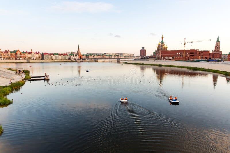 Terraplenagem no Yoshkar-Ola Rússia fotografia de stock royalty free