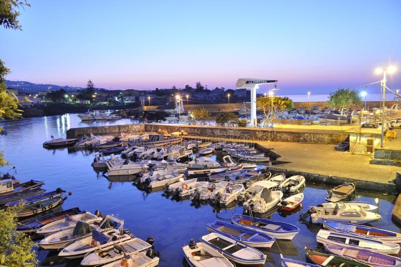 Terras comuns criativas de Yatching Porto Ulisse Ognina Catania Sicilia taly - pelo gnuckx foto de stock royalty free