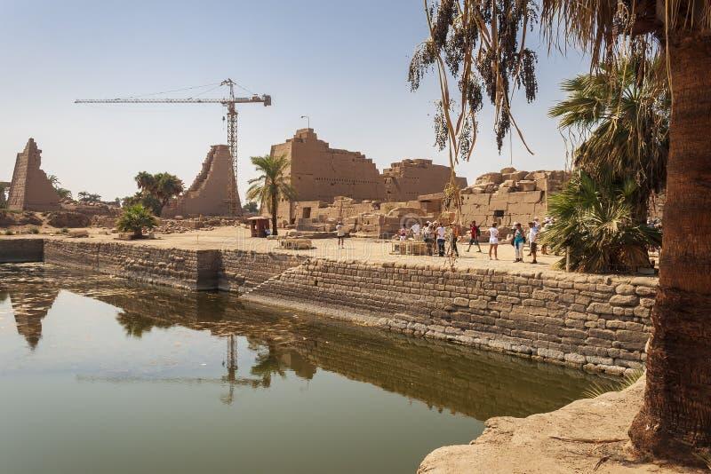 Terras do templo de Karnak imagem de stock