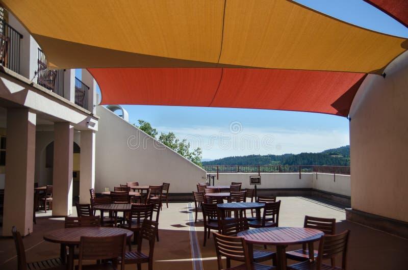 terrass av Sterling Vineyards byggnad, Napa Valley, Kalifornien arkivbild