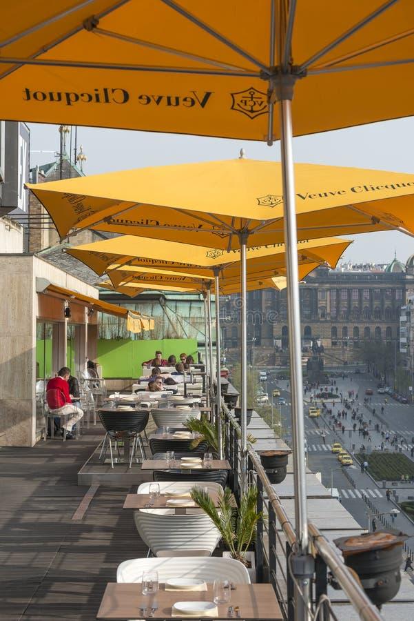 Terrass för takstångrestaurang royaltyfria bilder