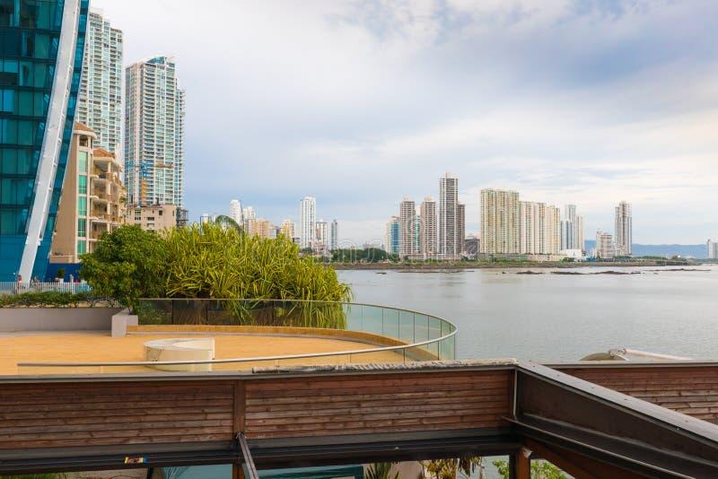 Terrass med havsikten Punta Paitilla Panama City arkivbilder