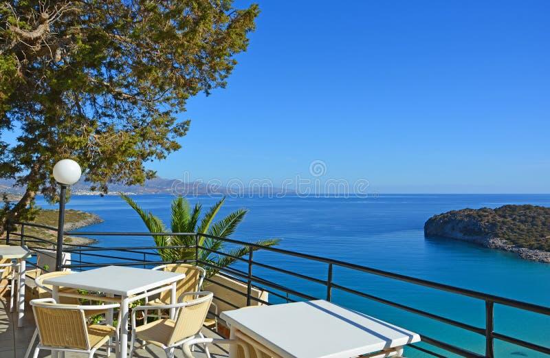 Terrass med havssikt arkivfoto