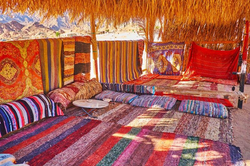 Terrasse couverte de café bédouin de désert, Sinai, Egypte photos libres de droits