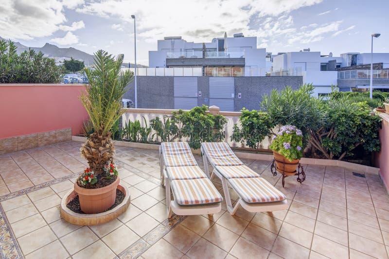Terrasse dans la villa moderne photos libres de droits