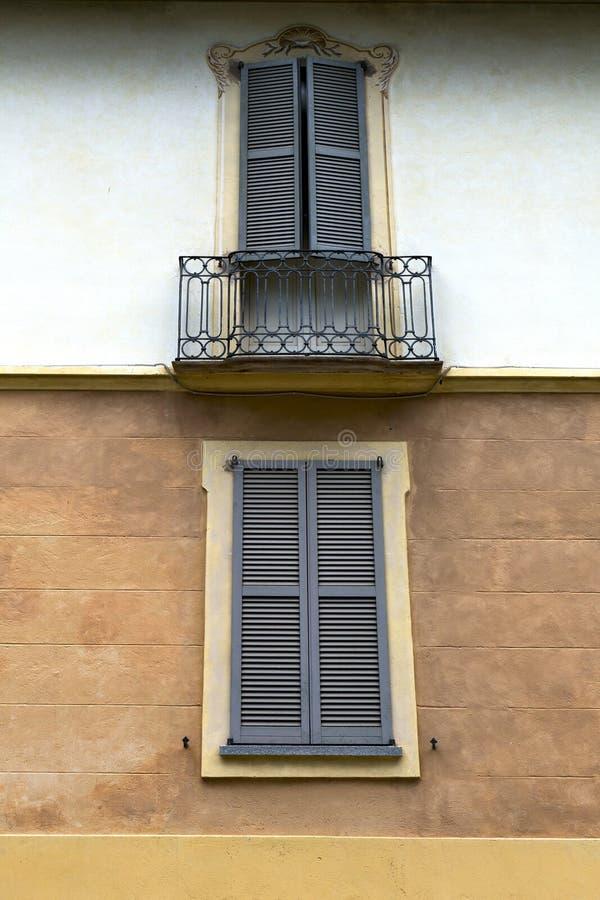 Terrasse   das Ziegelstein-Zusammenfassungsgitter Mailands geschlossene lizenzfreies stockfoto