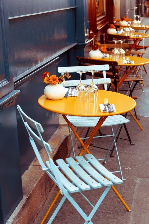 Terrasse de café images libres de droits