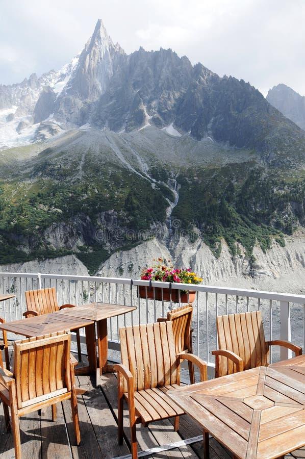 Terrasse de café de montagne image libre de droits
