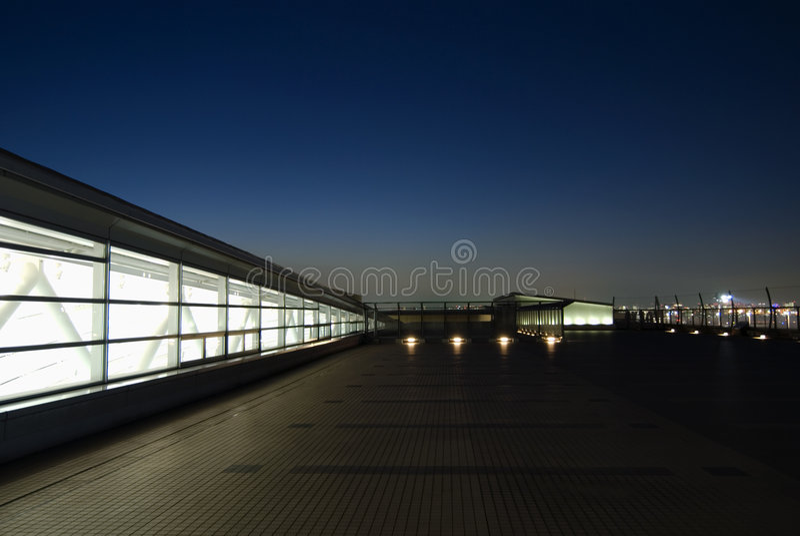 Terrasse de nuit image stock