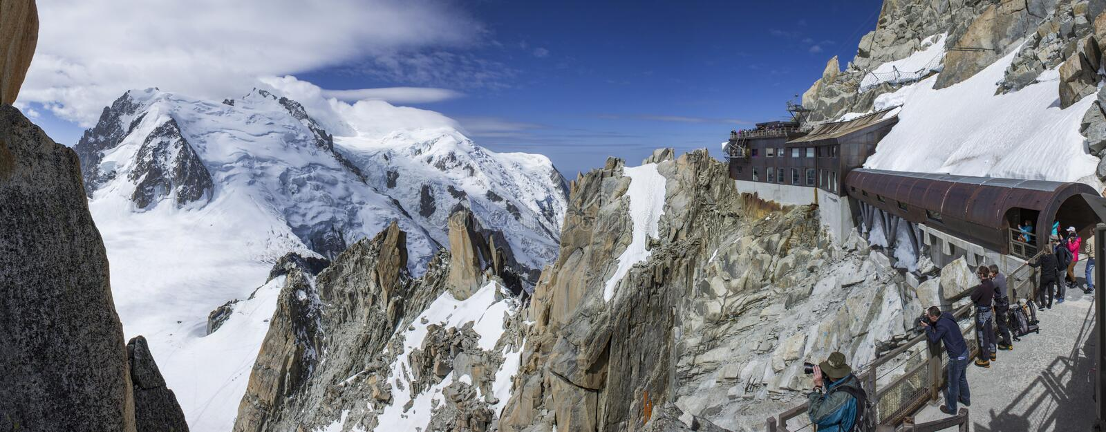 Terrasse de point de vue sur Aiguille du Midi photo stock