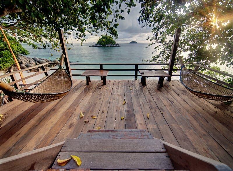 Terrasse de Seculed avec les hamacs en bois images libres de droits
