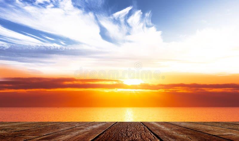 Terrasse in dem Meer lizenzfreies stockfoto