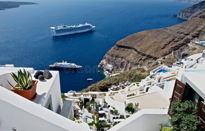 Terrasse, die das Meer übersieht. lizenzfreie stockbilder