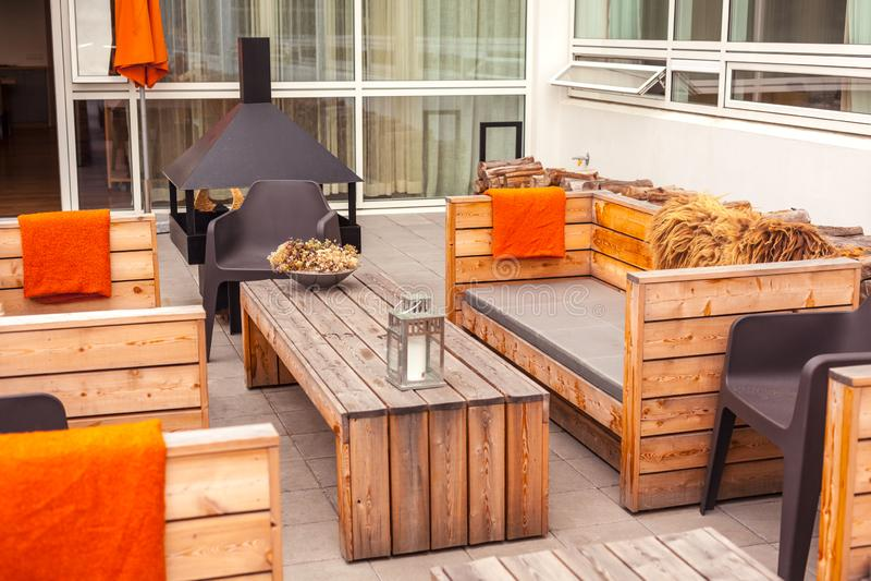 Terrasse Du Restaurant Extã Rieur Avec Mobilier En Bois