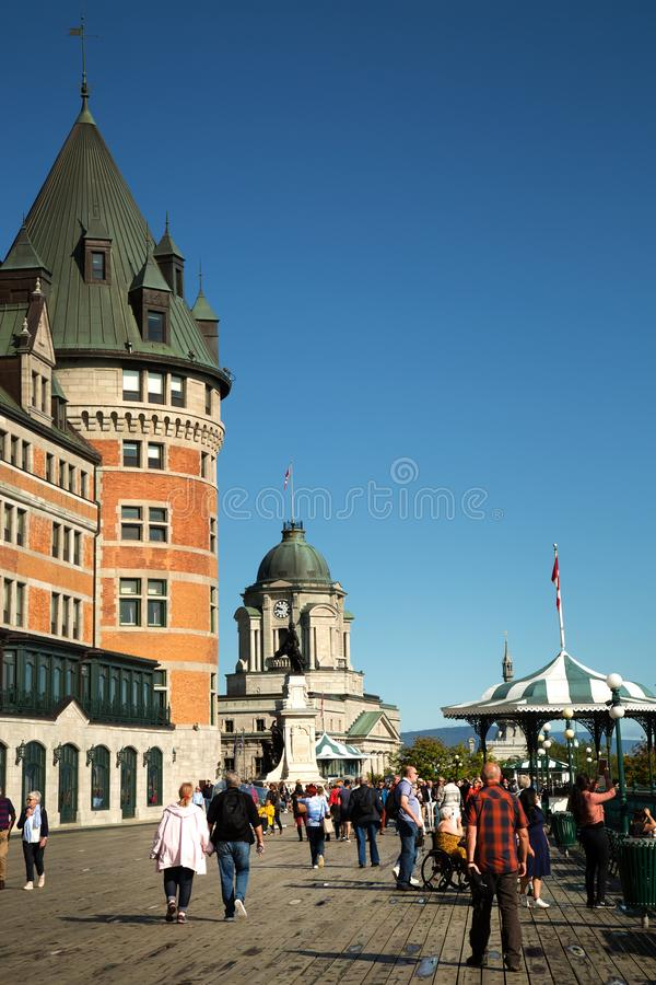 Terrasse Dufferin y el Chateau Frontenac en la ciudad de Quebec imagen de archivo