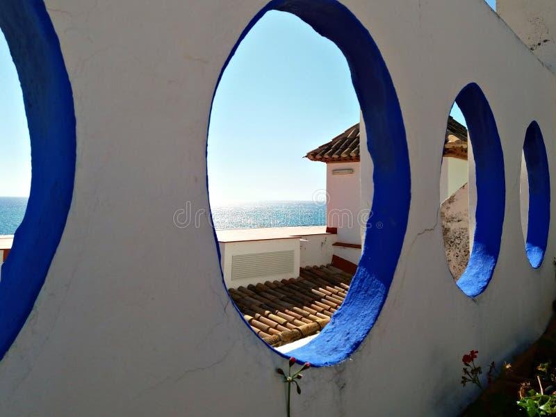 Terrasse extérieure d'un palais dans la côte de Barcelone photo stock