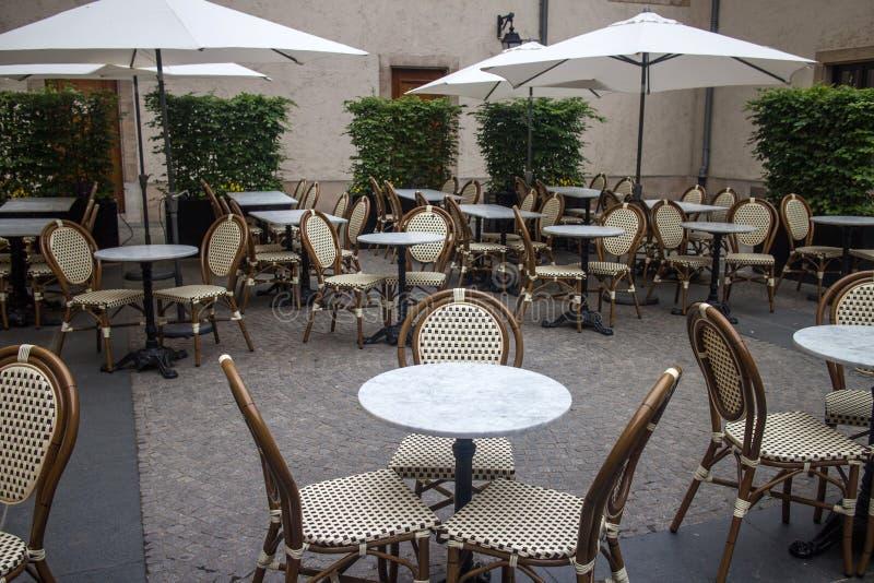 Terrasse im Freien des Restaurants stockbilder