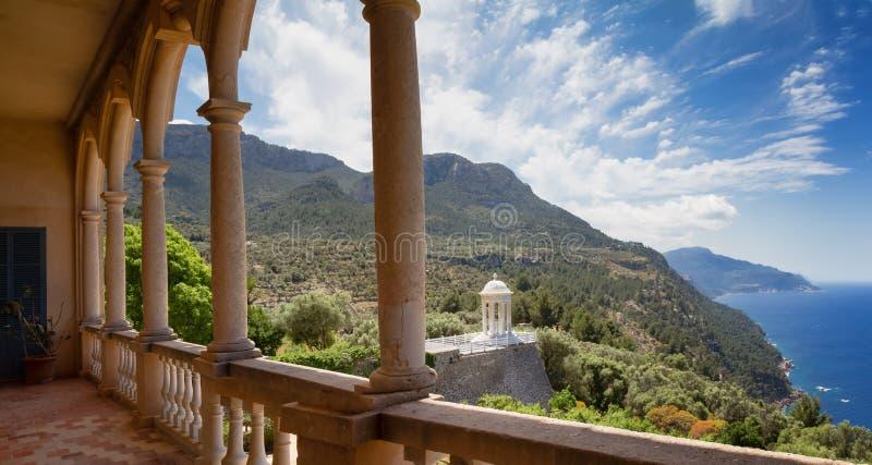 Terrasse mit einer Ansicht stockfotos