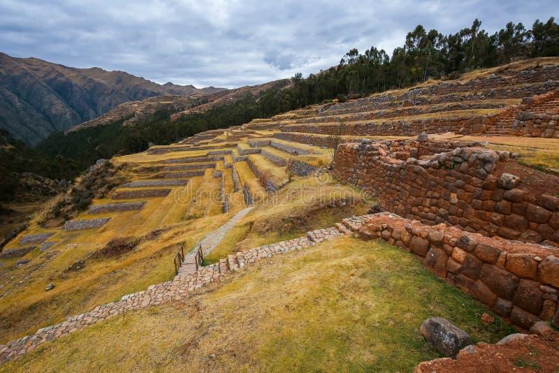 Terrassen auf den Ruinen der Inka-Gebäude Chinchero, Peru lizenzfreie stockfotos
