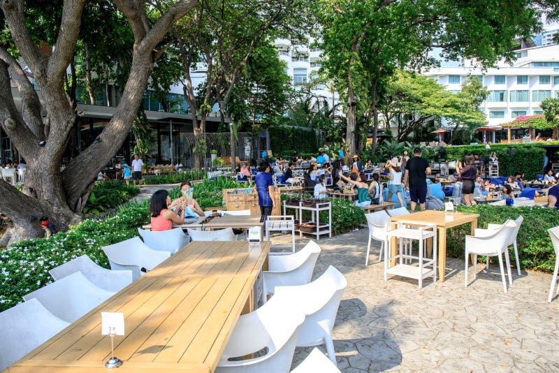 Terrassen av restaurang- eller coffee shopnamnet 'himmelgallerit Pattaya 'som lokaliseras nära havsstranden av Pattaya, Chonburi, fotografering för bildbyråer