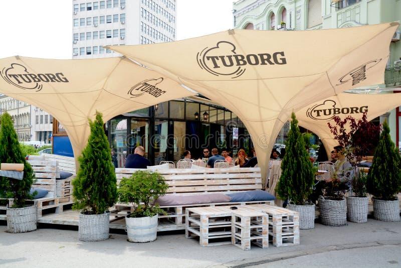 Terrassen in Novi Sad Serbien stockbilder